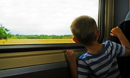 """Bambino di 6 anni solo in treno: """"Voglio andare dalla mamma"""""""