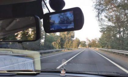 Fugge all'Alt della Polizia Locale, motociclista preso grazie alle nuove dashcam