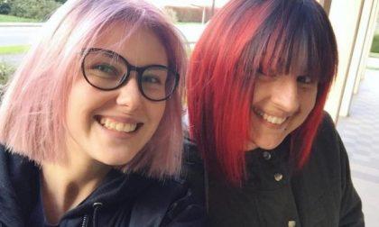Fradici dopo il temporale: due parrucchiere asciugano gratis 15 ragazzini