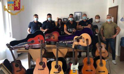 Gli rubano la chitarra appartenuta a Elvis Presley: recuperata dai poliziotti FOTO