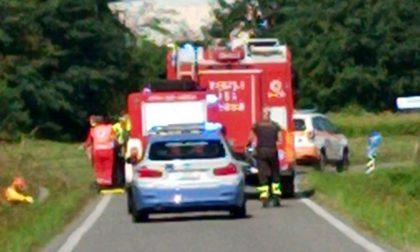 Cade dallo scooter e finisce in un fosso: muore 52enne a Palazzo Pignano