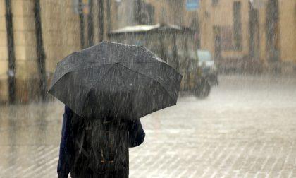 Precipitazioni diffuse, vento forte e temperature in picchiata: è allerta meteo