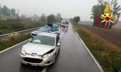 Tamponamento tra due vetture, coinvolte cinque persone: tre sono ragazzini