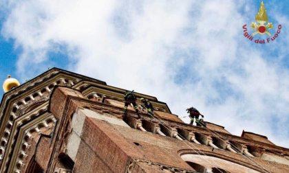 A 90 metri di altezza, esercitazione dei Vigili del Fuoco sul Torrazzo FOTO