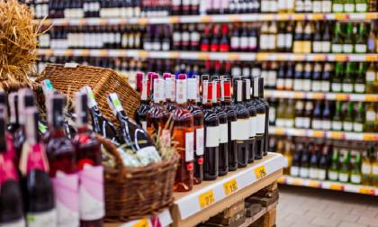 Coprifuoco. Dietrofront sugli alcolici: ok all'acquisto nei supermercati dopo le 18