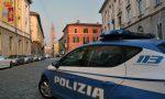 Rissa in via Dante, spuntano un bastone e un coltello: due feriti