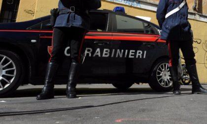 Troppe difficoltà, chiama i carabinieri e poi si toglie la vita