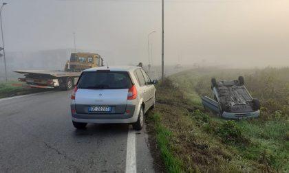 Scontro a Rivolta d'Adda, auto si ribalta: 24enne in ospedale FOTO