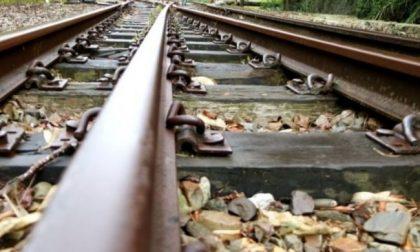 Dramma in stazione a Crema, uomo investito e ucciso da un treno