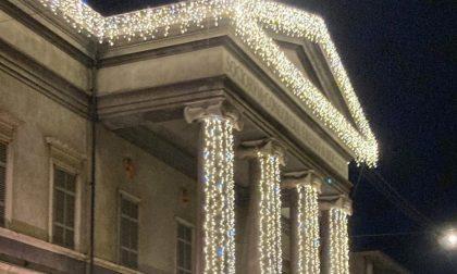 Il Teatro Ponchielli si illumina per Natale grazie all'Oleificio Zucchi