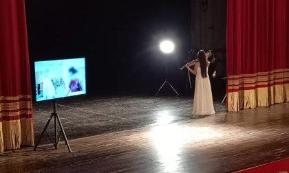 Lena Yokoyama suona in diretta streaming dal Teatro Ponchielli per la Tv Giapponese
