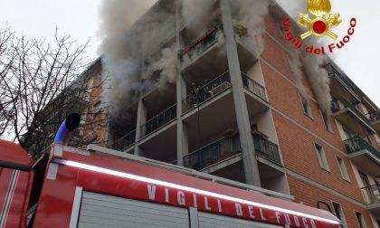 In fiamme un appartamento fuori dal centro di Crema FOTO e VIDEO