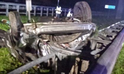 Tragico incidente stradale in A21, auto si ribalta: due morti