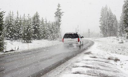 Neve in strada e manto scivoloso, una 46enne esce di strada e finisce in ospedale