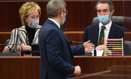 """Lombardia in zona rossa, donato un pallottoliere a Fontana: """"Vogliamo i numeri"""""""