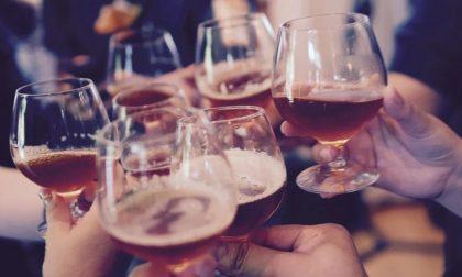 In 13 consumano nel bar nonostante la zona rossa: locale chiuso e clienti sanzionati