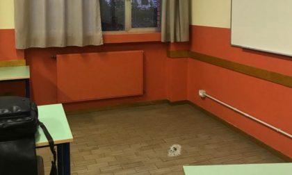 Sassaiola contro la finestre della scuola media: è caccia ai vandali