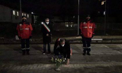"""Distrutti i fiori per le vittime della strage di Pioltello. Il sindaco: """"Ti prendo a calci in c… fino a Pioltello"""""""