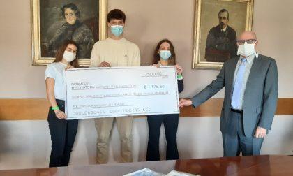 Raccolta fondi tra gli studenti, consegnato l'assegno simbolico all'ospedale di Cremona