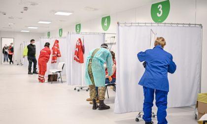 La sfida delle vaccinazioni anti Covid in Lombardia con il cronometro in mano