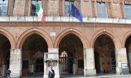 Bandiere a mezz'asta in ricordo delle vittime del Covid