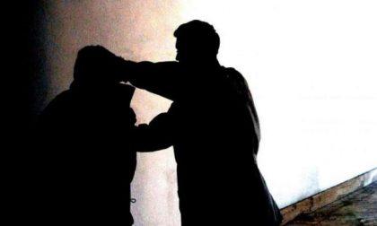 Aggressione a Cremona, la Polizia Locale trova a terra agonizzante la vittima