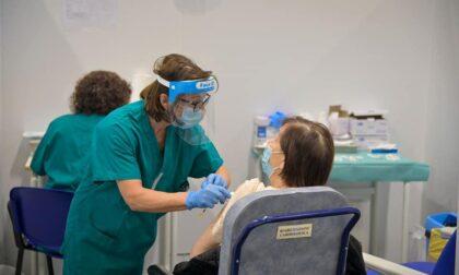 """Vaccinazioni anti-Covid in Lombardia: """"Possibile concludere prime dosi a luglio"""""""