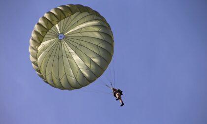 Migliaro: paracadutista muore dopo essere precipitato in un campo