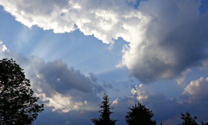 Giovedì nuvoloso con deboli piogge, poi torna il sole | Meteo Lombardia