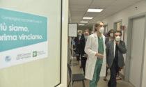 Fontana in visita agli Hub vaccinali di Cremona, Soresina e Crema