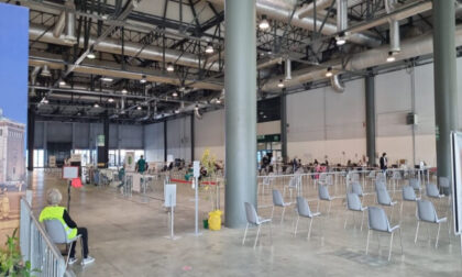 """All'hub di Cremona Fiere medico """"no vax"""" sconsiglia il vaccino: trasferito in ufficio"""