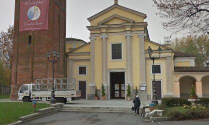 Sorpresi dal parroco lasciano la droga sul piazzale della chiesa e scappano