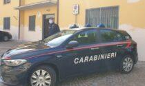 Cacciato dalla moglie vive in auto da una settimana, ma non ha soldi per mangiare: aiutato dai Carabinieri