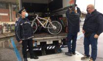 La Polizia Locale rimuove 20 biciclette abbandonate in alcune vie della città