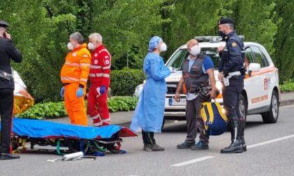 Muore in bici: vani i soccorsi per un 51enne trovato a terra sulla ciclabile