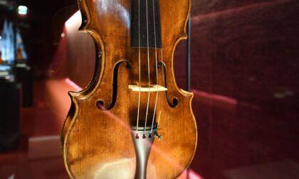 Milano e Cremona si incontrano attraverso la musica: uno Stradivari in Galleria Vittorio Emanuele II