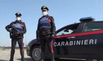 Porto abusivo di armi e decreto di espulsione ignorato: denunciati due stranieri