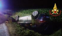 Perde il controllo dell'auto e finisce ribaltato in un fosso: 48enne in ospedale
