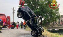Tragedia sfiorata nella Muzza: donna finisce nel canale con l'auto, salvata in extremis