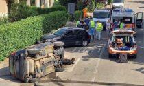 Schianto tra due vetture, una si ribalta in strada: tre donne ferite