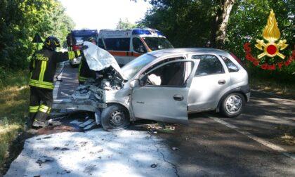 Si schianta in auto contro un platano, grave 55enne di Pizzighettone