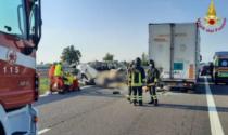"""Incidente autostrada, 5 morti. Il testimone: """"Non ha visto la coda, a tutta velocità contro il camion"""""""