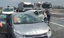 Maxi grandinata in Autostrada, auto distrutte e costrette a fermarsi