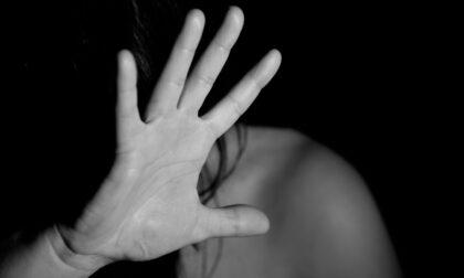 Minorenne violentata dal branco durante una festa privata: cinque giovani arrestati
