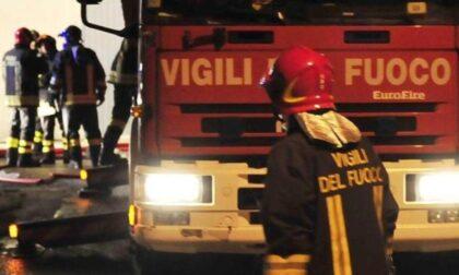 Anziano trovato morto in casa e tentato suicidio: notte di lavoro per i Vigili del Fuoco