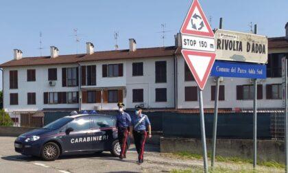 I varchi stradali segnalano l'auto rubata, scatta l'inseguimento: tre uomini denunciati