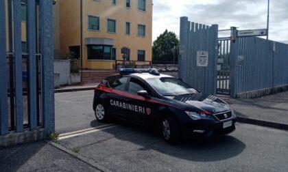 Non vuole rispettare le regole dell'hotel, la direzione chiama i Carabinieri
