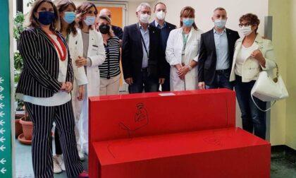 Stop alla violenza sulle donne: una panchina rossa per l'Ospedale Oglio Po