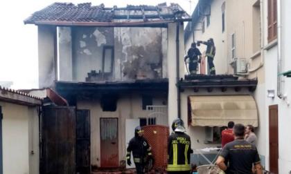 S'incendia il tetto, a Soncino arrivano i Vigili del fuoco