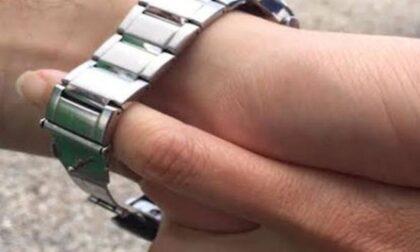 """Anziana derubata del Rolex d'oro con la """"tecnica dell'abbraccio"""", ladra denunciata"""